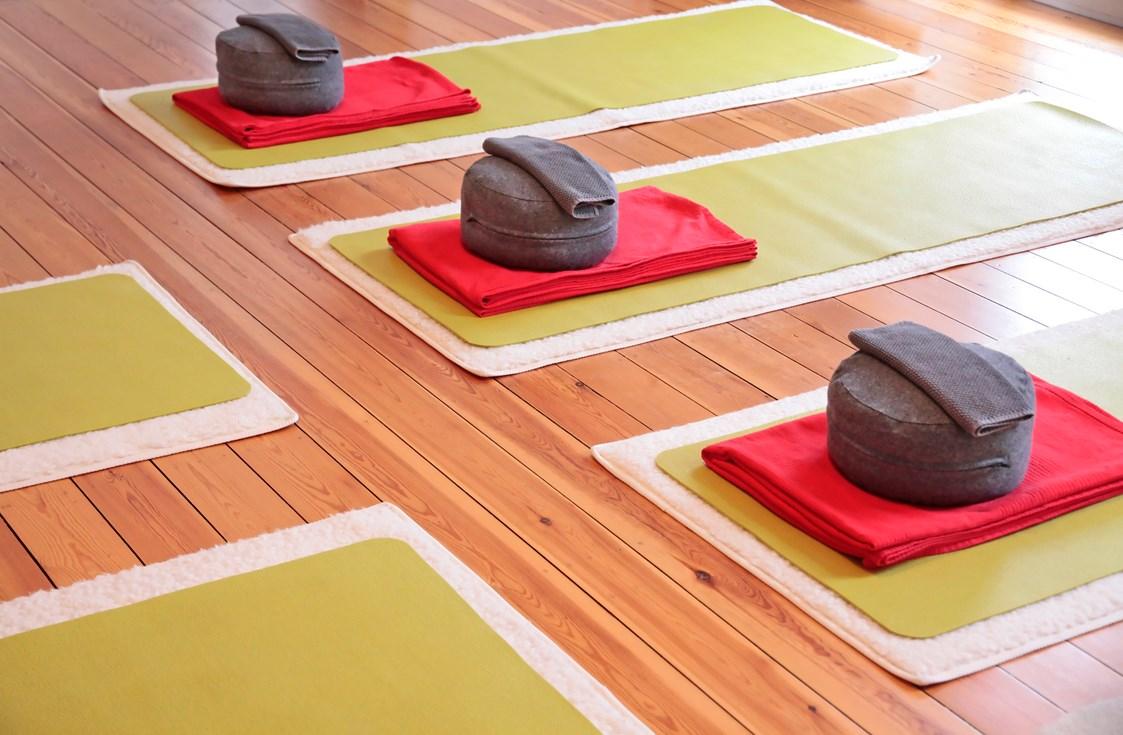 yoga in neukirchen vluyn yogalehrer sabine cauli yoga klang wege zur entspannung. Black Bedroom Furniture Sets. Home Design Ideas
