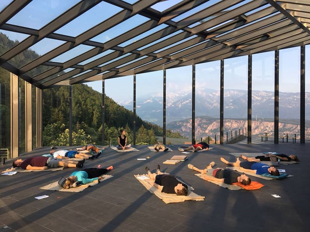 Yogalehrer: Teaching with a view...  - Mindful Yoga Berlin / Isabel Peter