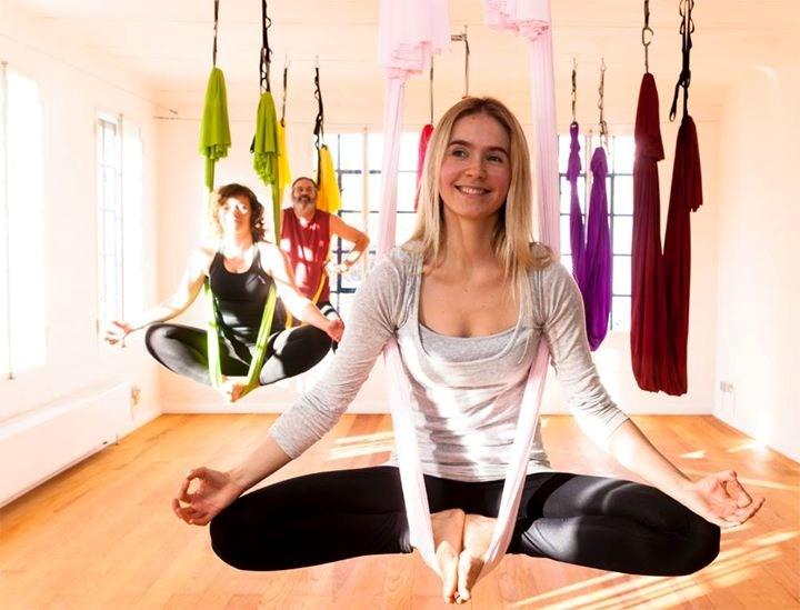 yogalehrer in seevetal aerial yoga moon. Black Bedroom Furniture Sets. Home Design Ideas